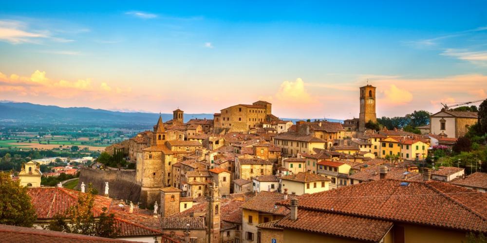 LIVE Interactive Tour: Stroll Through The Historical Landmarks Of Arezzo